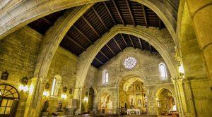 Arcos apuntados en Iglesia de Santiago Apóstol